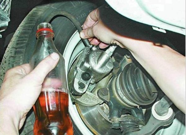 Прокачка тормозной системы Lada Largus