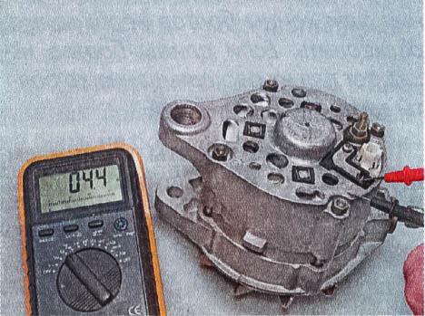 snjatie-proverka-remont-zamena-ustanovka-generatora-peremennogo-toka-vaz-classic 14