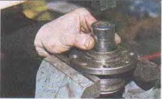 Снятие подшипника ступицы переднего колеса