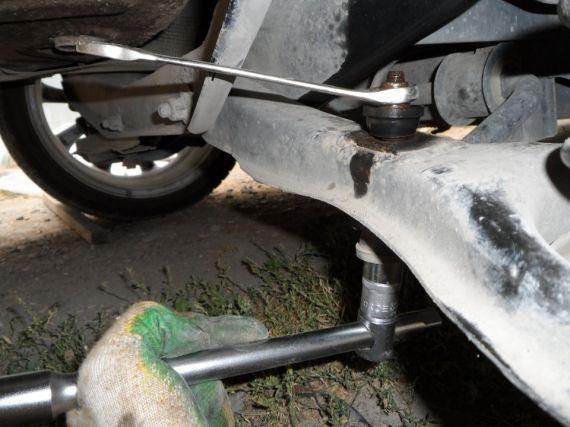 Замена стоек стабилизатора Ford Focus 2 и 3. Типичный американец