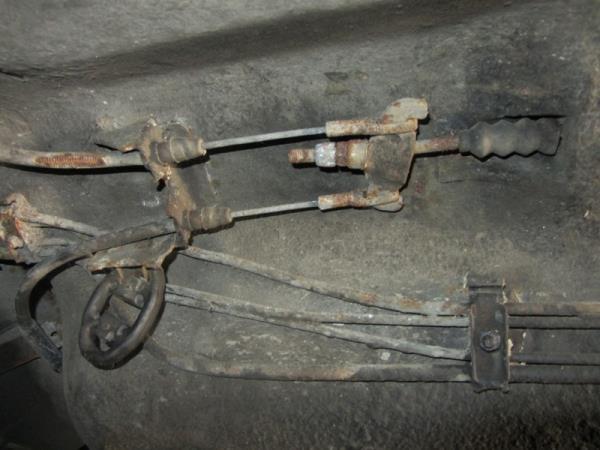 механизм регулировки ручника на Приоре