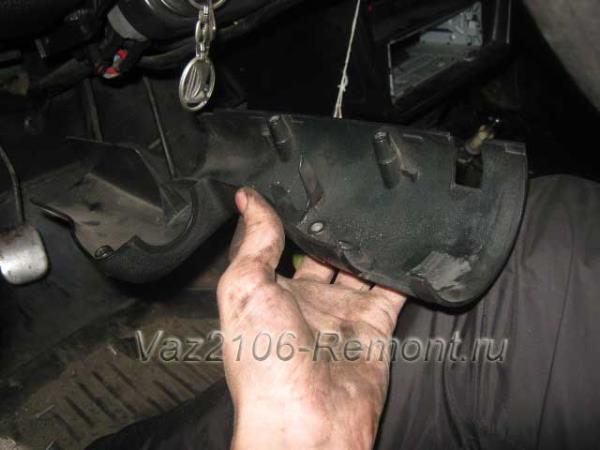 снятие подрулевого кожуха на ВАЗ 2106