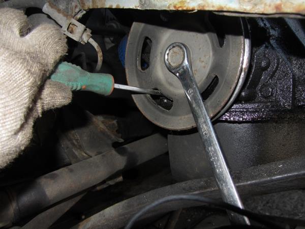 как открутить шкив генератора на ВАЗ 2110-2111
