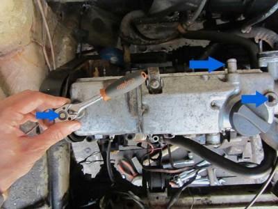 Откручиваем крепления клапанной крышки на ВАЗ 2108, 2109, 21099