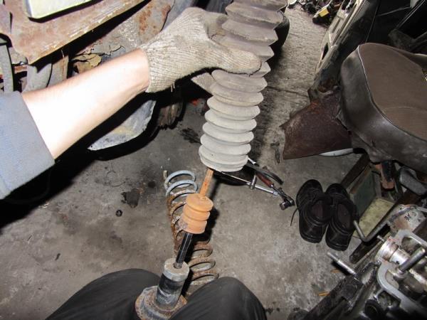 замена пыльника задних стоек на ВАЗ 2110-2112