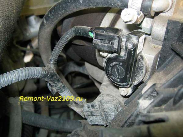 где находится датчик положения дроссельной заслонки на ВАЗ 2109-2108