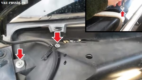 Выкручивание винтов крепления защитного кожуха и его снятие с автомобиля