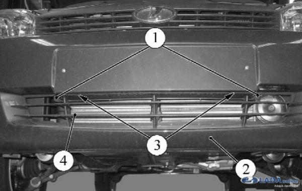 Откручиваем нижнюю решетку радиатора Лада Калина