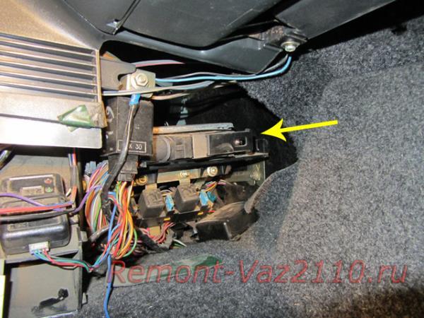 местонахождение блока управления двигателем на ВАЗ 2110-2112
