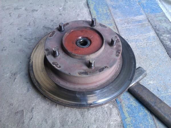 Замена тормозных дисков и колодок НИВА