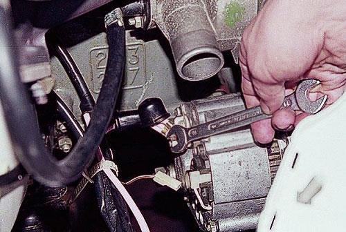 Как снять генератор ВАЗ 2107 своими руками