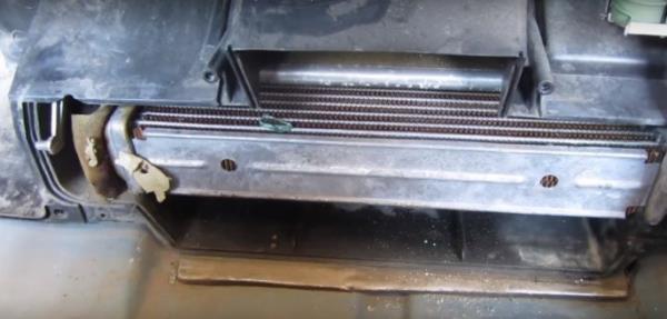 zamena-radiatora-pechki-vaz-21103.thumb.