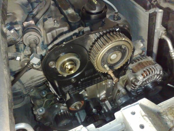 Двигатель автомобиля в разборе