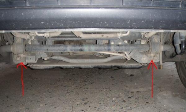 Скобы стабилизатора Mitsubishi Pajero 4