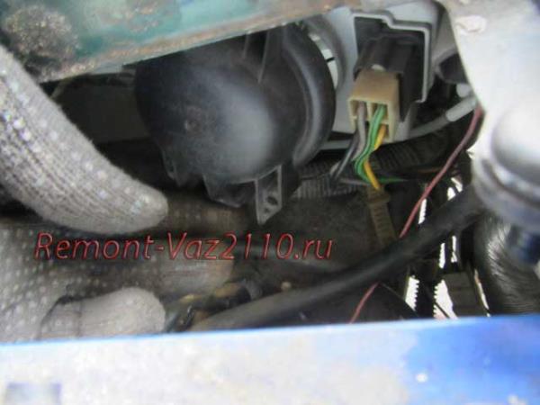 снять крышку фары на ВАЗ 2110-2112