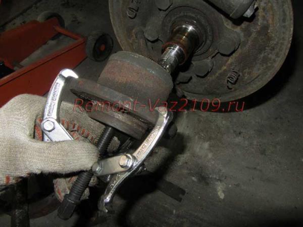 как стянуть ступиwe заднего колеса на ВАЗ 2109-2108