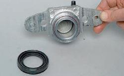 Снятие пыльника тормозного цилиндра переднего суппорта Лада Гранта (ВАЗ 2190)