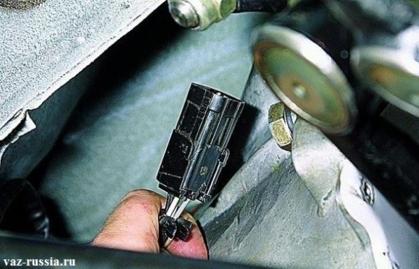 Отсоединение колодки проводов лямбда зонда