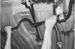 snjatie-zamena-ustanovka-stabilizatora-poperechnoj-ustojchivosti-lada-priora 06