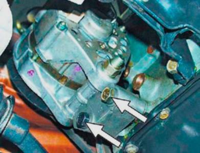 Откручиваем крепление генератора на ВАЗ 2108, 2109, 21099
