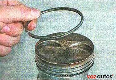 Снимаем маслосъемное кольцо