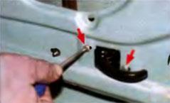 расположение винтов крепления внутренней ручки замка