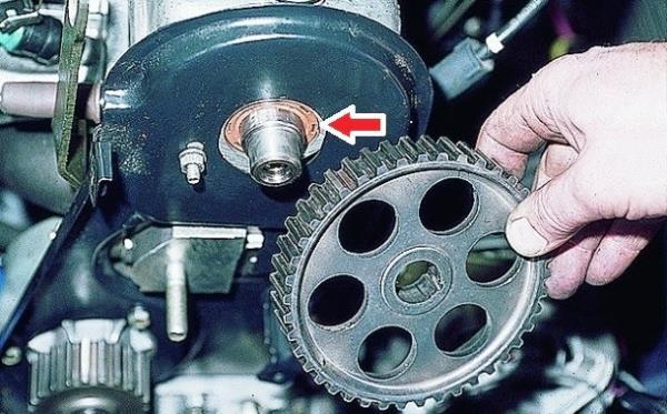 Снятие шкива распределительного вала 8-клапанного двигателя Лада Гранта (ВАЗ 2190)