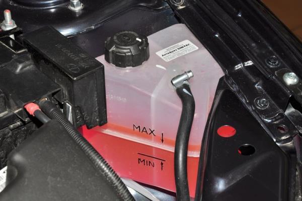 Доведение до нормы уровня охлаждающей жидкости двигателя ВАЗ-21126 Лада Гранта (ВАЗ 2190)