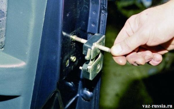 Снятие замка, с двери автомобиля
