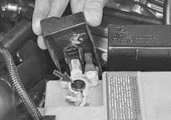 Проверка и замена регулятора напряжения со щеткодержателем ВАЗ 2170 2171 2172 Приора