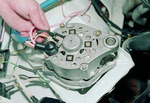 Фото - где находятся щетки генератора, automn.ru