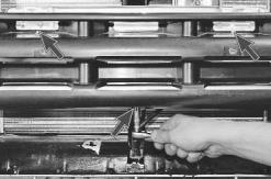 snjatie-zamena-ustanovka-radiatora-sistemy-okhlazhdenija-lada-priora 13