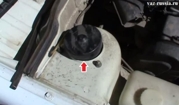 Защитная крышка штока амортизатора, благодаря которой туда не попадает вода и мусор