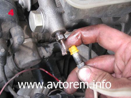 Порядок снятия главного тормозного цилиндра на автомобиле ВАЗ 2108, ВАЗ 2109, ВАЗ 21099, ВАЗ 2110, ВАЗ 2113, ВАЗ 2114, ВАЗ 2115