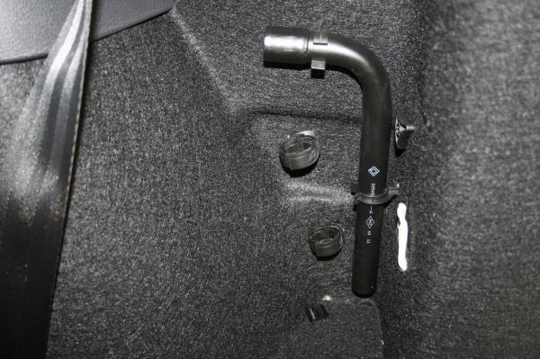 Балонный ключ для снятия и установки колес Lada Largus