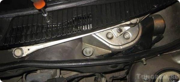 Замена трапеции и мотора стеклоочистителя на Lada Kalina