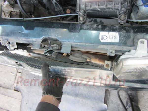 снятие решетки радиатора на ВАЗ 2110-2112