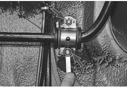 snjatie-zamena-ustanovka-stabilizatora-poperechnoj-ustojchivosti-lada-priora 05