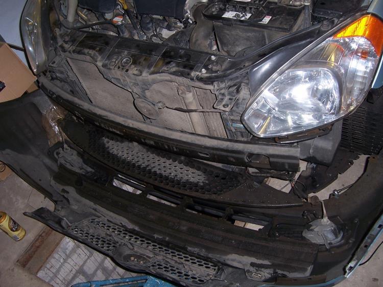 Снять передний бампер на автомобиле Hyundai Accent MC
