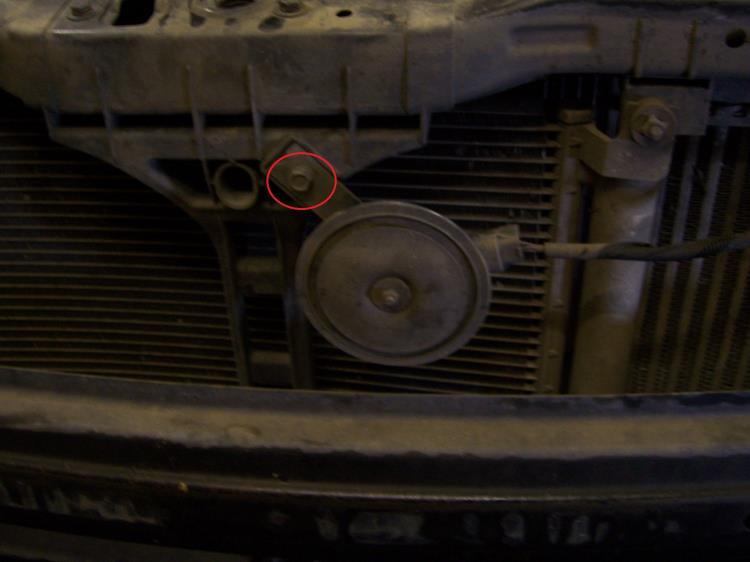 Расположение крепления звукового сигнала на автомобиле Hyundai Accent MC