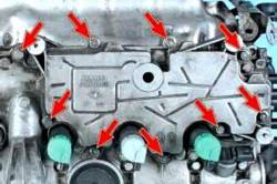 Снятие маслоотделителя двигателя