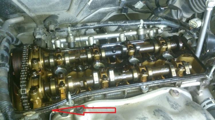 Подтеки масла на блоке цилиндров двигателя Toyota RAV4
