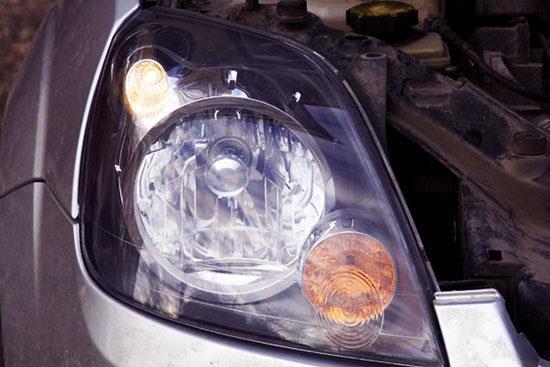 Замена лампочки габаритов в фаре на Ford Fiesta? Как снять фару и заменить лампочку в фаре Форд Фиеста?