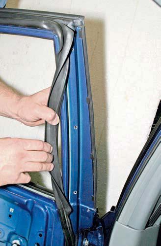 Снятие стекла задней двери Шевроле Лачетти