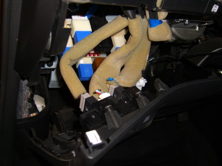 Разъемы выключателя омывателя фар и ESP Ниссан Х-Трейл