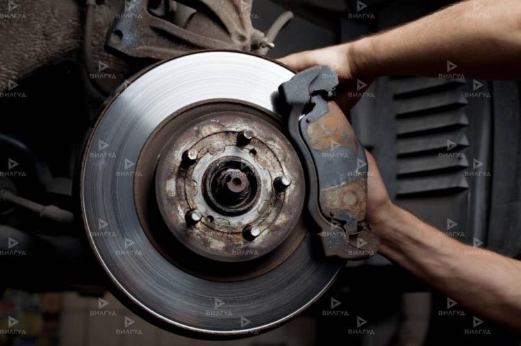 Замена задних тормозных колодок Toyota Carina Ed в Нижневартовске