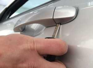 Как открыть машину если сел аккумулятор