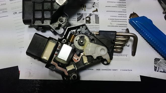 Механизм на столе