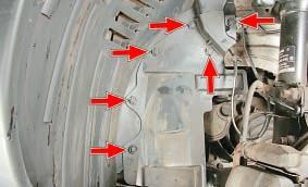 Так расположены пистоны крепления брызговика двигателя к кузову и подкрылку переднего колеса. Ниссан Кашкай