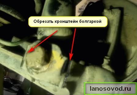 Как выкрутить болт крепления амортизатора на шевроле ланос
